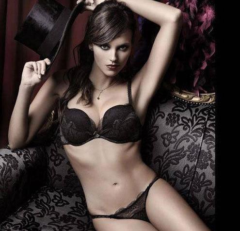 Cựu hoa hậu Tây Ban Nha lại NÓNG! - 14