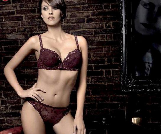 Cựu hoa hậu Tây Ban Nha lại NÓNG! - 8