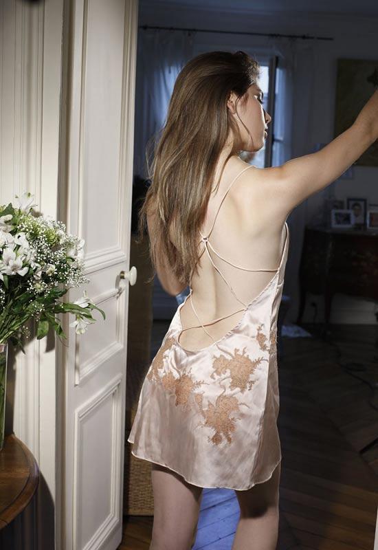 Váy ngủ 'khiêu khích' với lớp voan mỏng - 10