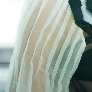 """Á hậu """"siêu vòng 3"""" mặc áo… siêu mỏng! - 5"""
