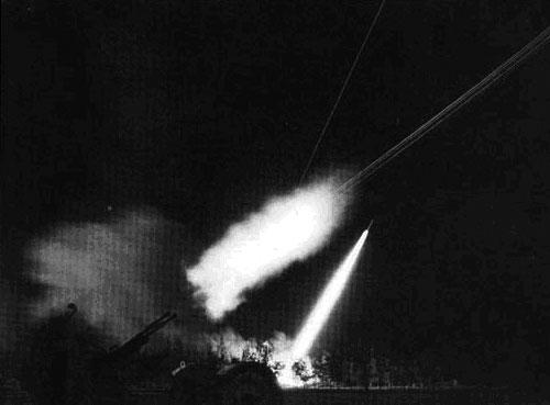 Rúng động thế giới trận đánh 12 ngày đêm - 1