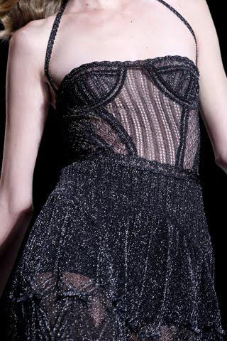 Khi sao Việt xài áo corset sexy - 6