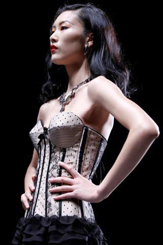Khi sao Việt xài áo corset sexy - 7