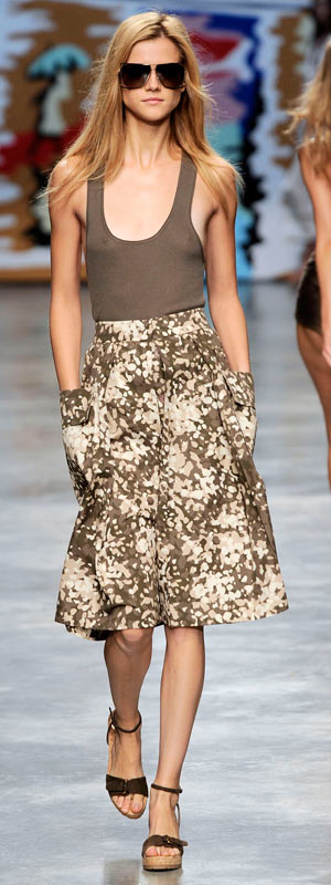 Phóng khoáng với trang phục Stella McCartney 2010 - 10