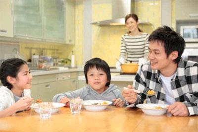 Cần có chế độ dinh dưỡng hợp lý cho trẻ - 1