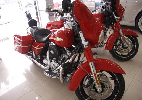 Bộ đôi Harley Davidson CVO Street Glide về Việt Nam - 5
