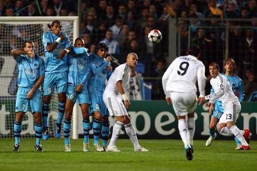 Giải mã cú sút phạt của Ronaldo - 3