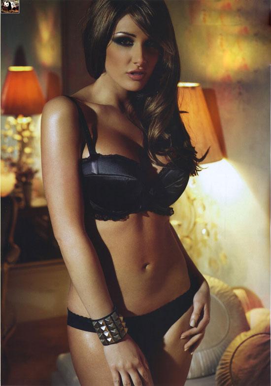 Lucy Pinder lại phơi ngực trần - 4