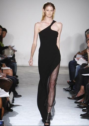 Người mẫu Anh gặp nạn với váy xẻ cao - 10