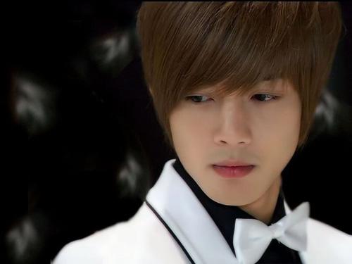 """Kim Hyun Joong: Có duyên hôn các...""""bà già"""" - 2"""