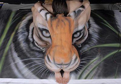 Vẽ hổ trên mình trần - 12