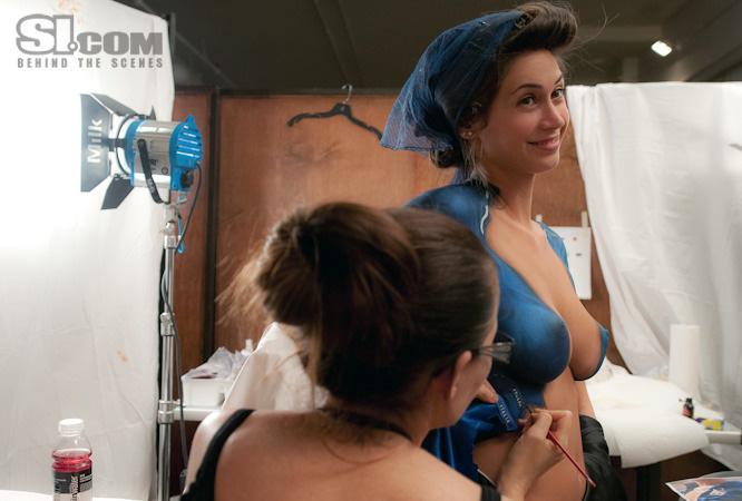 Video: 'Nóng chảy' vì ảnh khỏa thân của mỹ nhân Ý - 9