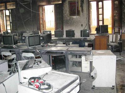 Trường Tiểu học Kim Liên hoảng loạn vì cháy - 1