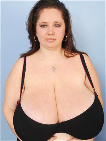 """Những bộ ngực """"khủng"""" kỳ lạ - 9"""