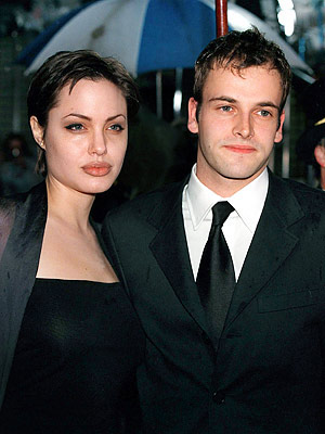 TIN SỐC: Angelina từng sex… hoang dại - 4