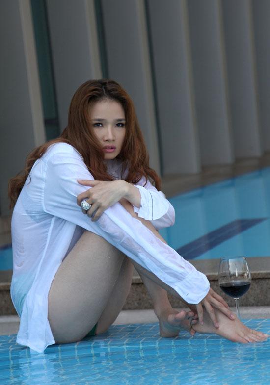 Hoa hậu Cao Thùy Dương khoe nội y bên bể bơi - 7