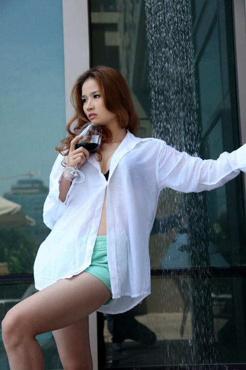 Hoa hậu Cao Thùy Dương khoe nội y bên bể bơi - 10