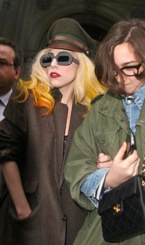 """Lady Gaga sợ """"thất truyền"""" sự quái dị - 2"""