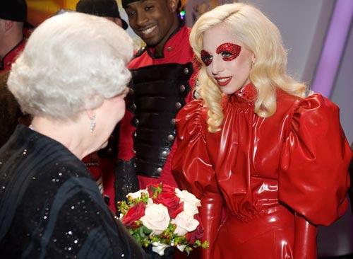 """Lady Gaga sợ """"thất truyền"""" sự quái dị - 11"""