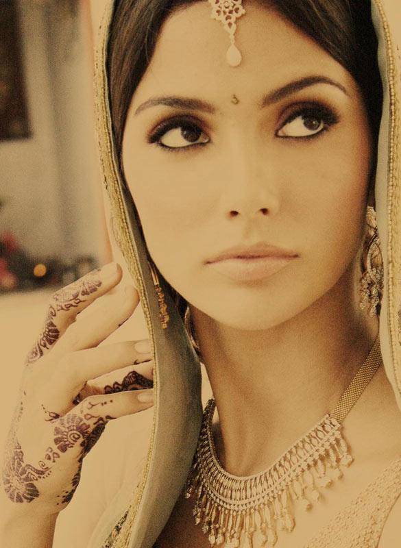 Video: Huyền bí váy cưới Ấn Độ - 4