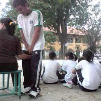 Cô giáo 'sàm sỡ' nam sinh bị phạt ra sao?