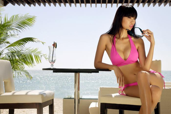 """Hà Anh lại gây """"sốt"""" với bikini hồng - 8"""
