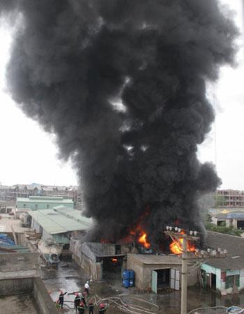 Cận cảnh vụ cháy lớn ở Hà Đông - 2