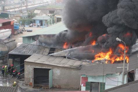 Cận cảnh vụ cháy lớn ở Hà Đông - 3