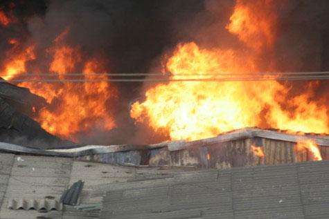 Cận cảnh vụ cháy lớn ở Hà Đông - 5