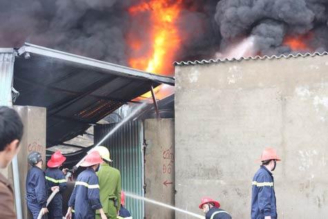 Cận cảnh vụ cháy lớn ở Hà Đông - 8
