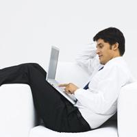 Laptop đặt trên đùi làm tăng nguy cơ vô sinh