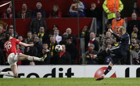 Cú sút thần sầu của Roberto Carlos trong 10 bàn thắng đẹp nhất sân cỏ thế giới (tuần 5-11/4) - 2