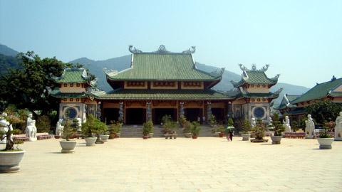 Hào quang kỳ ảo trên tượng Phật Bà - 1