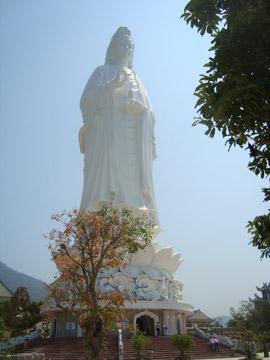 Hào quang kỳ ảo trên tượng Phật Bà - 2