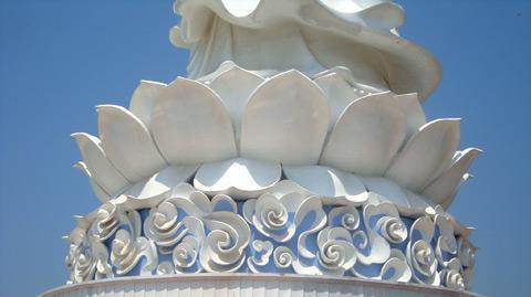 Hào quang kỳ ảo trên tượng Phật Bà - 5