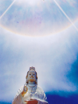Hào quang kỳ ảo trên tượng Phật Bà - 7