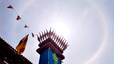 Hào quang kỳ ảo trên tượng Phật Bà - 8