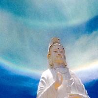 Hào quang kỳ ảo trên tượng Phật Bà