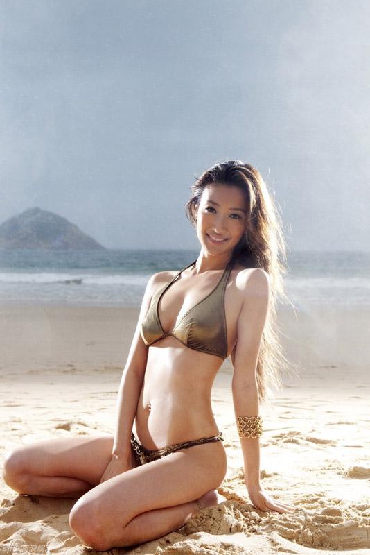 Em gái Tạ Đình Phong bốc lửa với bikini - 1