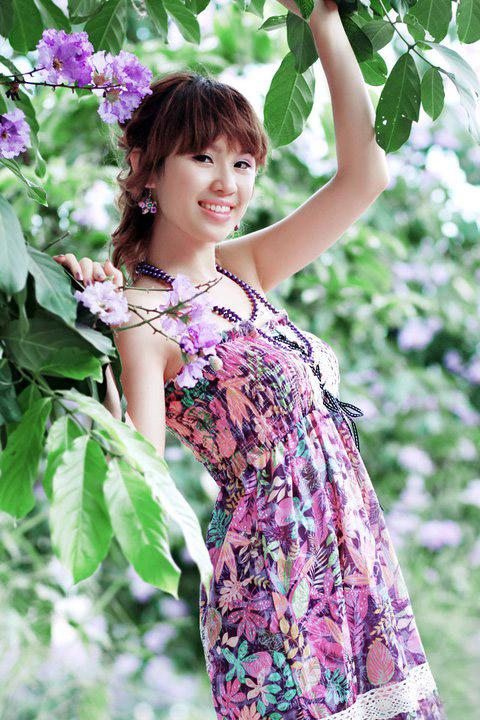 Thiếu nữ dịu dàng với những mùa hoa - 13