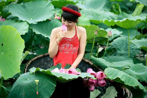 Thiếu nữ dịu dàng với những mùa hoa - 14