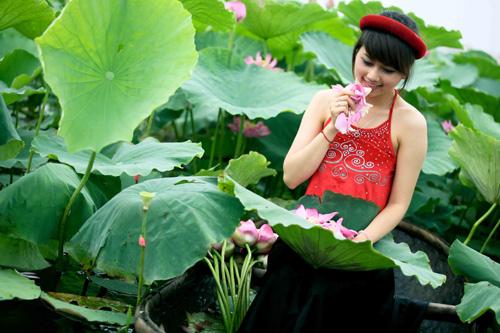 Thiếu nữ dịu dàng với những mùa hoa - 16