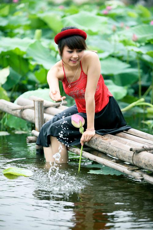 Thiếu nữ dịu dàng với những mùa hoa - 18