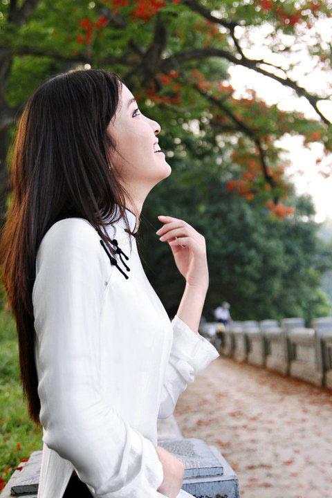 Thiếu nữ dịu dàng với những mùa hoa - 5