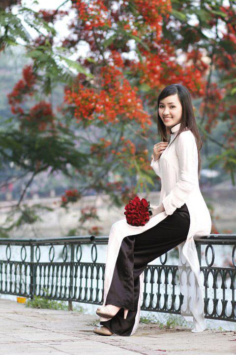 Thiếu nữ dịu dàng với những mùa hoa - 6