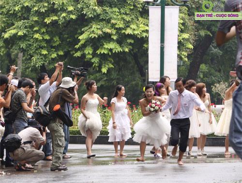 Những tình huống hài hước của cô dâu, chú rể - 5