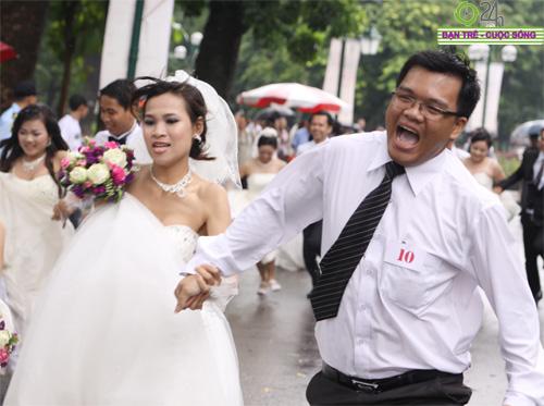 Những tình huống hài hước của cô dâu, chú rể - 12