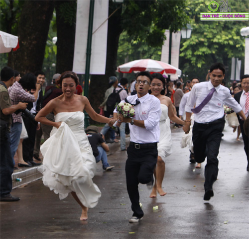 Những tình huống hài hước của cô dâu, chú rể - 13
