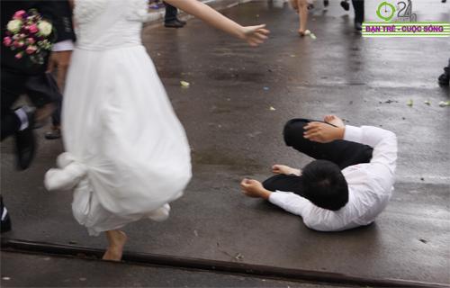 Những tình huống hài hước của cô dâu, chú rể - 15