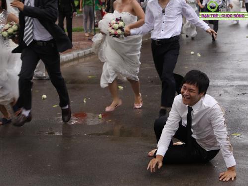 Những tình huống hài hước của cô dâu, chú rể - 17